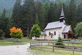 Church on lake Lago di Braies — Stock Photo
