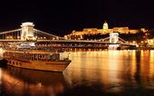 Budapest castle and chain bridge, Hungary — Stock Photo