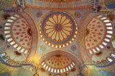 Innerhalb der islamischen blauen moschee in istanbul, türkei — Stockfoto