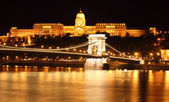 Budapest castle and chain bridge, Hungary — Stock Photo