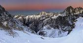 Beautiful sunrise in rocky mountain — Stock Photo