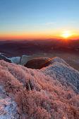 En frostig sunset panorama i skönhet bergen från peak strazov — Stockfoto