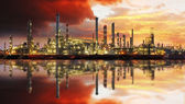 Oil refinery industrial plant at night — Photo