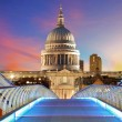 Millennium Bridge leads to Saint Paul's Cathedral in central Lon — Stock Photo #40408375