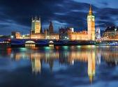 Big ben und häuser des parlaments am abend, london, großbritannien — Stockfoto