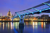 Millennium Bridge and Saint Paul Cathedral, London, UK — Stock Photo