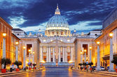 The Papal Basilica of Saint Peter in the Vatican — Stock Photo