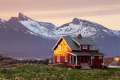 Norway house with mountain in background — Stock Photo