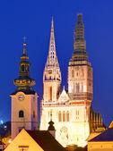 Cathédrale de zagreb dans la nuit — Photo