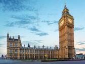 Big ben et les chambres du parlement à la soirée, londres, royaume-uni — Photo