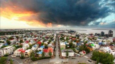 Reykjavik cityspace, laps de temps au coucher du soleil — Vidéo