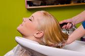 Presso il parrucchiere — Foto Stock