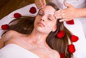 Caucasian woman at the beautician. — Stockfoto