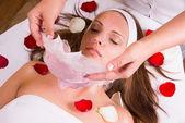 Caucasian Frau bei der Kosmetikerin. — Stockfoto