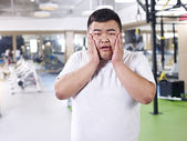 Overweight man in gym — Stock Photo