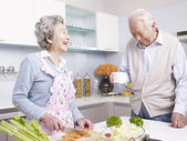 Senior couple in kitchen — Stock Photo