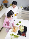 Asian couple in kitchen — Stock Photo