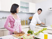 Asian couple in kitchen — Foto de Stock