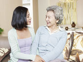 Senior mother and adult daughter — Stock Photo