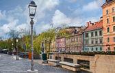 Junto al río en el centro de ljubljana — Foto de Stock