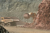Excavator loads dump — Stock Photo