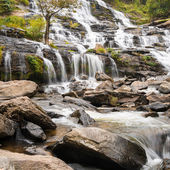 Waterfall Mae Ya in the forest of  Thailand. National park Doi Inthanon — Stock Photo