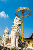 Golden umbrela and animals statue at Wat Saen Fang temple  in Chiang Mai, Thailand. Ancient construction of public property — Stock Photo