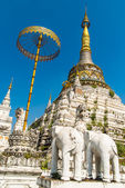 Stupa at  Wat Saen Fang temple in Chiang Mai, Thailand.  Ancient construction of public property — Stock Photo