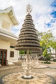 The Wish Tree on white temple Wat Rong Khun, Chiang Rai province, northern Thailand. Chiang Rai province, northern Thailand - January 16, 2014: White temple Wat Rong Khun — Stock Photo