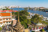 Wat Arun, the Temple of Dawn and veiw on the Chao Praya river Bangkok Thailand. — Foto de Stock