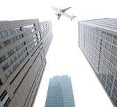 El avión con la ciudad — Foto de Stock