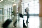 Siluett i hallen av kontorsbyggnad — Stockfoto