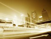 Flyttar bilen med oskärpa ljus — Stockfoto
