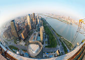 Lente vista del horizonte de la ciudad — Foto de Stock