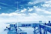O avião no aeroporto de carregamento — Foto Stock