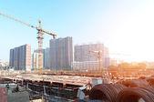 Gebouw in aanbouw met werknemers — Stockfoto
