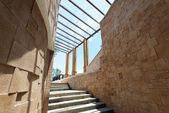 Escadas que antecedem um céu brilhante — Foto Stock