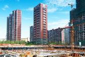 労働者と建設中の建物 — ストック写真