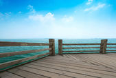 Wooden jetty over the beautiful Maldivian sea with blue sky — Stock Photo