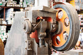 Wheel and gears, detail of an old paper guillotine — Stock Photo