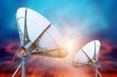 Satelliten-Schüssel-Antenne — Stockfoto