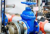 Válvulas industriais na fábrica petroquímica — Foto Stock