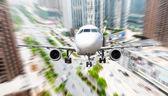 самолет от города — Стоковое фото