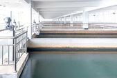 Estação de tratamento de águas residuais urbanas modernas. — Fotografia Stock