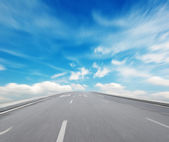 Way high way blue sky to Travel Destination journey — Stock Photo