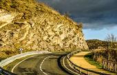 Une courbe sur une route — Photo
