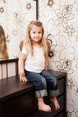 Retrato de una niña linda. — Foto de Stock
