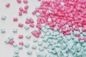 Kunststoffgranulat blau-pink — Stock Photo