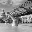 St Paul's Cathedral and London Millennium Footbridge, UK — Stock Photo