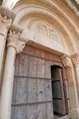 Medieval arquitrave and frieze over church door, Siurana, Spain — Stock Photo